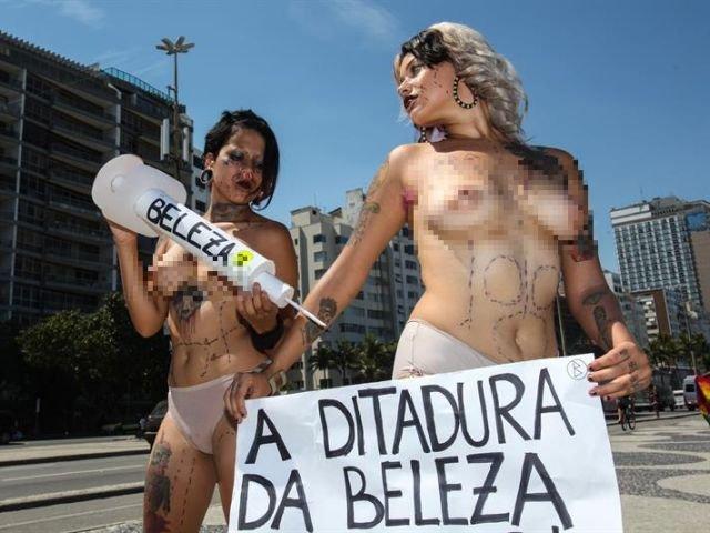 chica desnudandose hombres