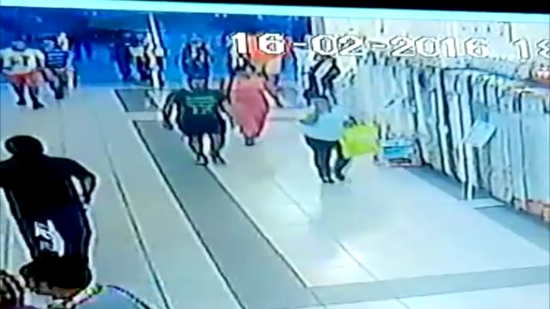 Sujetos fueron detenidos tras efectuar un robo al interior de un conocido supermercado de la ciudad de Chimbote.