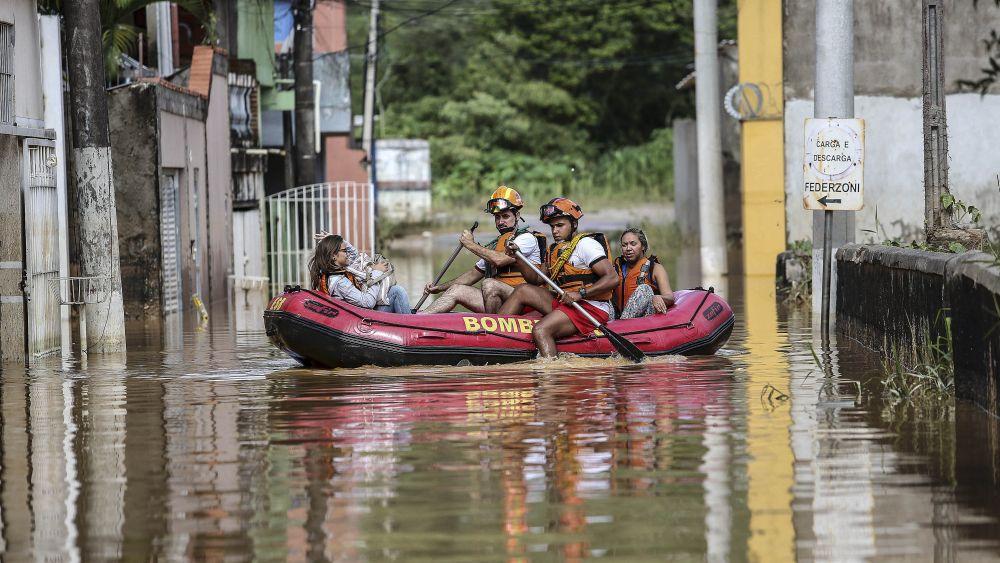 Una veintena de ciudades de la región metropolitana de Sao Paulo se han visto afectadas por el temporal.