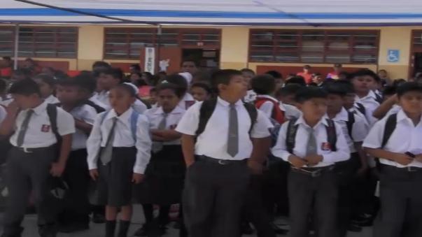 Escolares acudieron desde tempranas horas a sus centros educativos