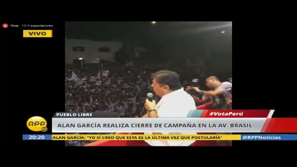 Alan García, candidato de Alianza Popular, se dirige a los asistentes a Puebllo Libre durante su cierre de campaña