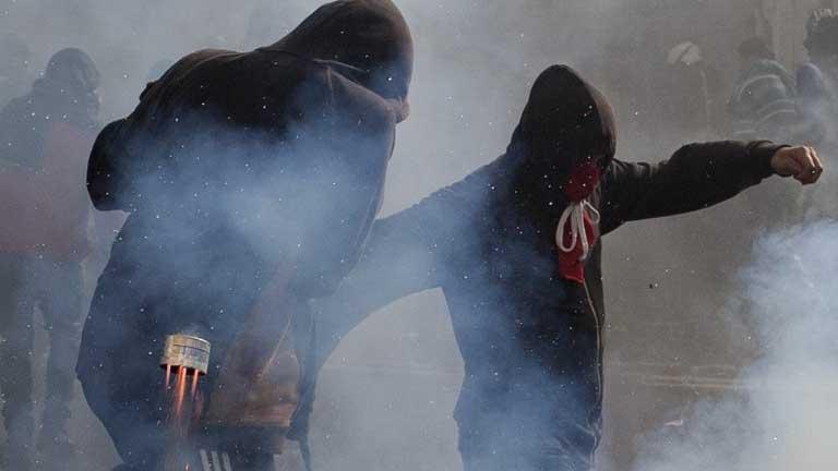 Las calles de Valparaíso se transformaron en campo de batalla entre algunos manifestantes y los carabineros.