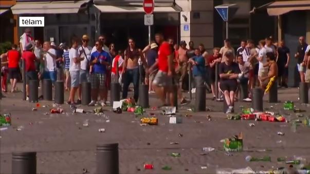 La Eurocopa ha registrado en varias de sus sedes violentas peleas entre hinchas de distintas selecciones. La más brutal ha sido la que se dio en Marsella entre rusos e ingleses.