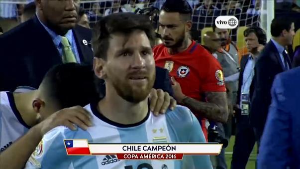 Messi lloró desconsoladamente tras perder la final de la Copa América Centenario.