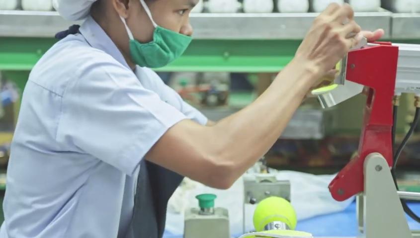 El proceso requiere maquinaria pesada y un pequeño grupo de trabajadores.