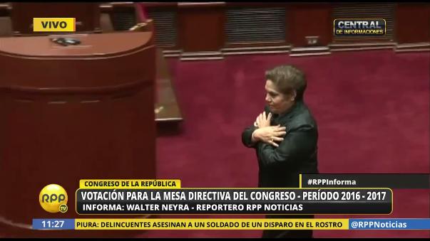 Momento del voto de Luz Salgado, quien postula a la presidencia del Congreso y a liderar la Mesa Directiva.