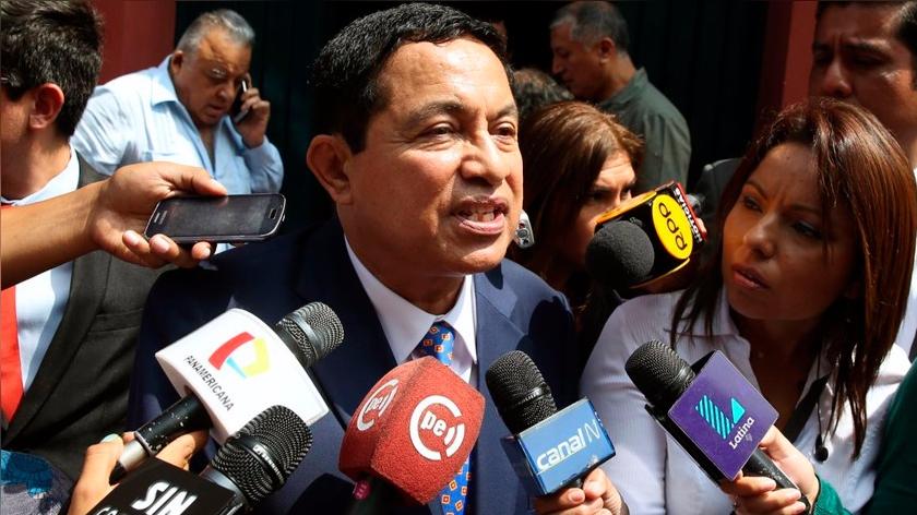 """""""El fallo es unánime. Por fin creemos que se puede confiar en la justicia que tarda, pero llega"""", dijo Willian Paco Castillo, abogado de Alberto Fujimori."""