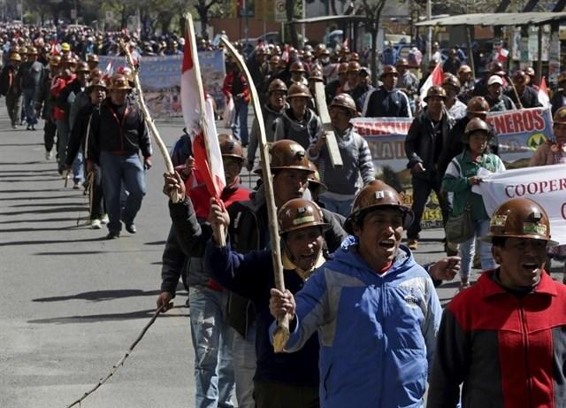 Bolivia: mineros secuestran a viceministro del Interior