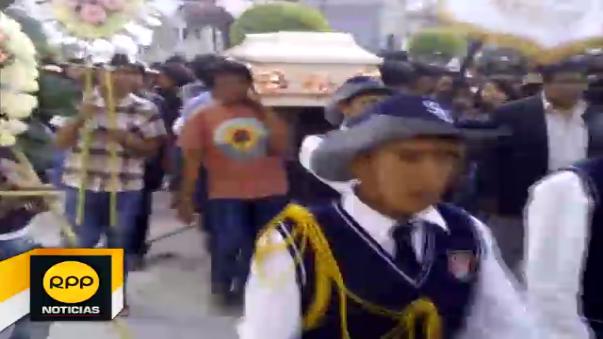 Adolescente fue enterrada en cementerio general de Ayacucho.