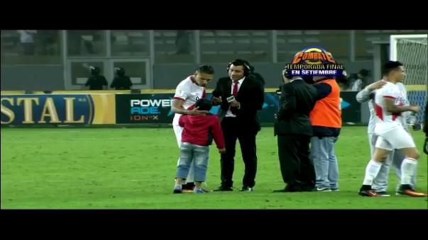 Paolo Guerrero tuvo un noble gesto con este pequeño