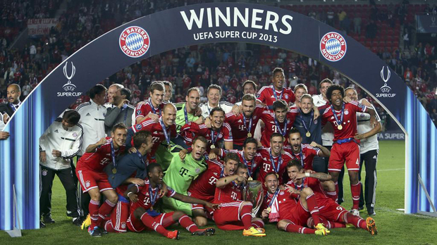 Pep Guardiola ganó su primer título como entrenador del Bayern Munich ante el Chelsea de José Mourinho.