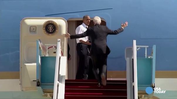 Los usuarios de YouTube escribieron ingeniosos comentarios respecto a este video de Barack Obama y Bill Clinton.