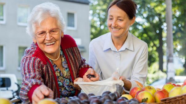 Las  mujeres viven más, según indican las bases de datos de esperanza de vida a nivel mundial.