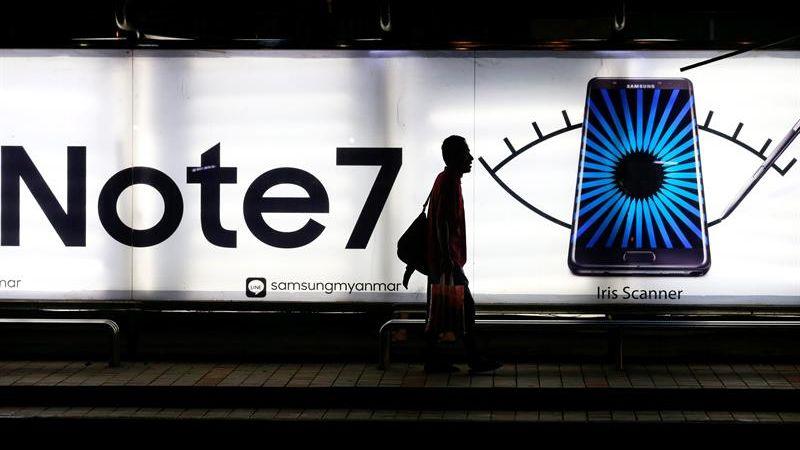 Samsung instó a los consumidores a no utilizar sus terminales por seguridad.