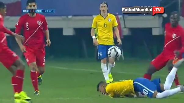 Luis Advíncula fue humillado por Neymar en la Copa América Centenario.