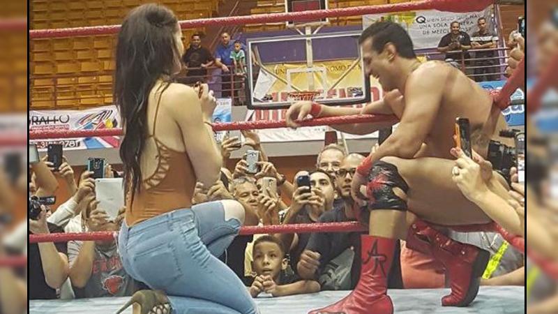 Paige le demostró a Del Río todo el amor que siente por él.