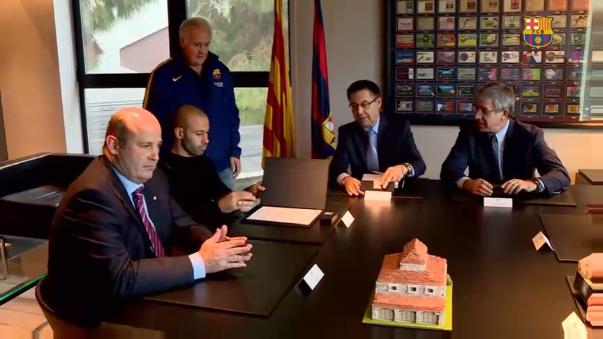El argentino firmó en las oficinas del club.