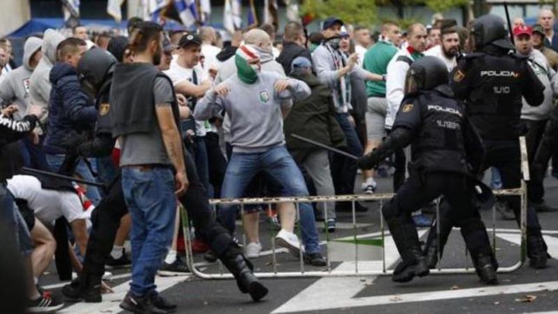 Se reportó al rededor de cinco hinchas polacos heridos.