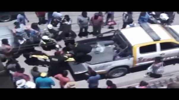 La oficial de tránsito fue embestida cuando manejaba su moto en la avenida Cusco.