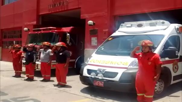 Los bomberos de la Compañía Salvadora N° 27 de Chiclayo, rindieron homenaje.