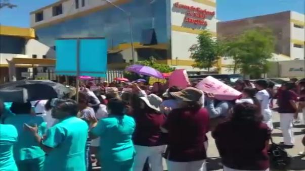 Enfermeras y obstetras se enfrentaron en Arequipa.