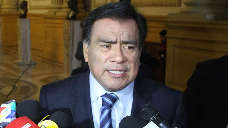 El congresista Javier Velásquez Quesquén dijo se debe reabrir el debate concerniente a la reforma universitaria.