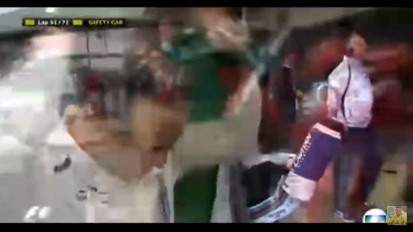 El ídolo local Felipe Massa, del equipo Williams, sufrió un accidente y abandonó en su última carrera en casa tras anunciar que, a los 35 años, se retirará al concluir la campaña.