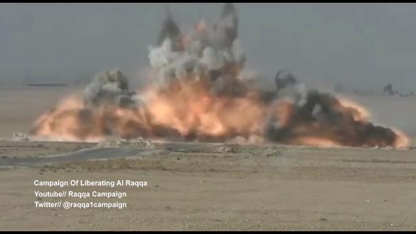 Desde principios de noviembre, fuerzas árabes y kurdas, apoyadas por la coalición internacional encabezada por EE.UU., Francia y otros países occidentales, han lanzado una ofensiva militar para recuperar la ciudad siria de Raqqa del poder del Estado Islámico.