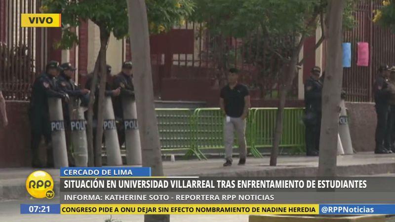 Los policías están apostados en las inmediaciones de la sede universitaria.