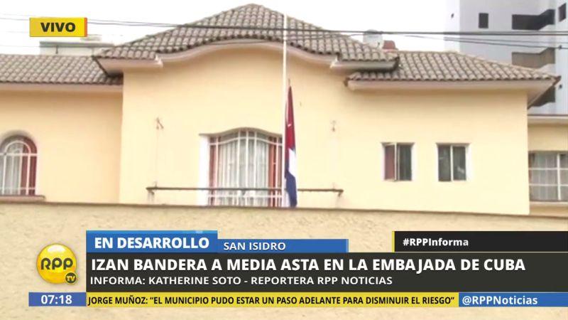 Desde las primeras horas del día se ha izado a media asta la bandera cubana.