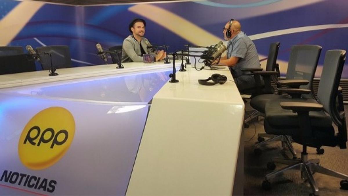 Cantante español habla de su relación con Juan Gabriel