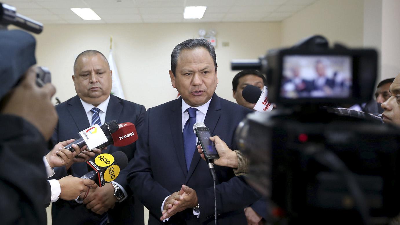 El ministro Mariano González dijo que su pareja no hará ninguna declaración sobre su relación y su posterior salida del ministerio de Defensa.