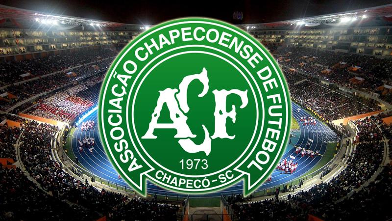 Arturo Vásquez también expresó su pesar por la tragedia que sufrió Chapecoense.