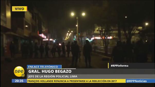 Los manifestantes atacaron un vehículo de los bomberos que iba a atender a los heridos. Otras 16 unidades fueron violentadas, dos de ellas incendiadas.