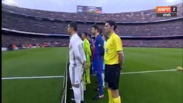 Los jugadores azulgranas y merengues se unieron previo al clásico español para darle ánimos a las víctimas del Chapecoense.