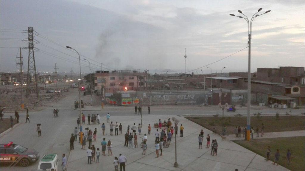 Incendio causó alarma en la población de Villa El Salvador.