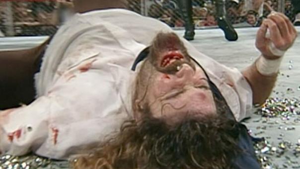 Esta fue la mítica caída de Mick Foley ante Undertaker en 1998.