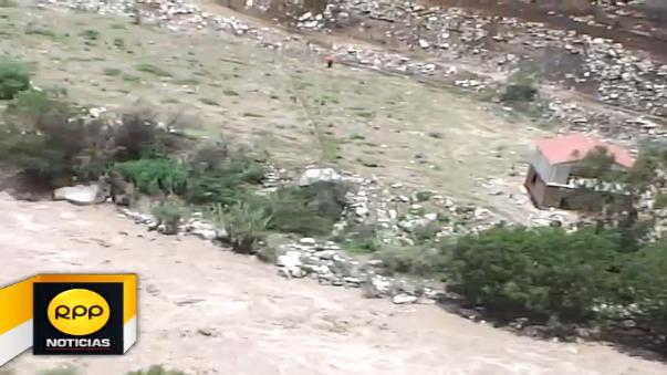 La caída de grandes rocas obstruyen el tránsito por un tramo de la carretera Chincha – Huancavelica.
