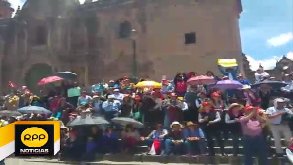Cusqueños se sumaron en una movilización realizada en el centro de la ciudad.