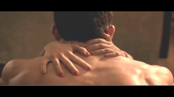 Skechers (2011): Kim Kardashian aparece en un sensual video explicando que no es