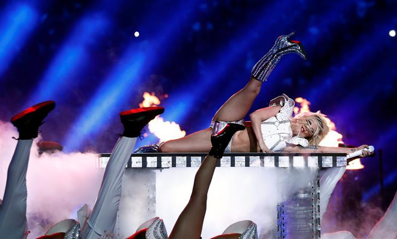 Lady Gaga se lució en el show de medio tiempo del Super Bowl LI