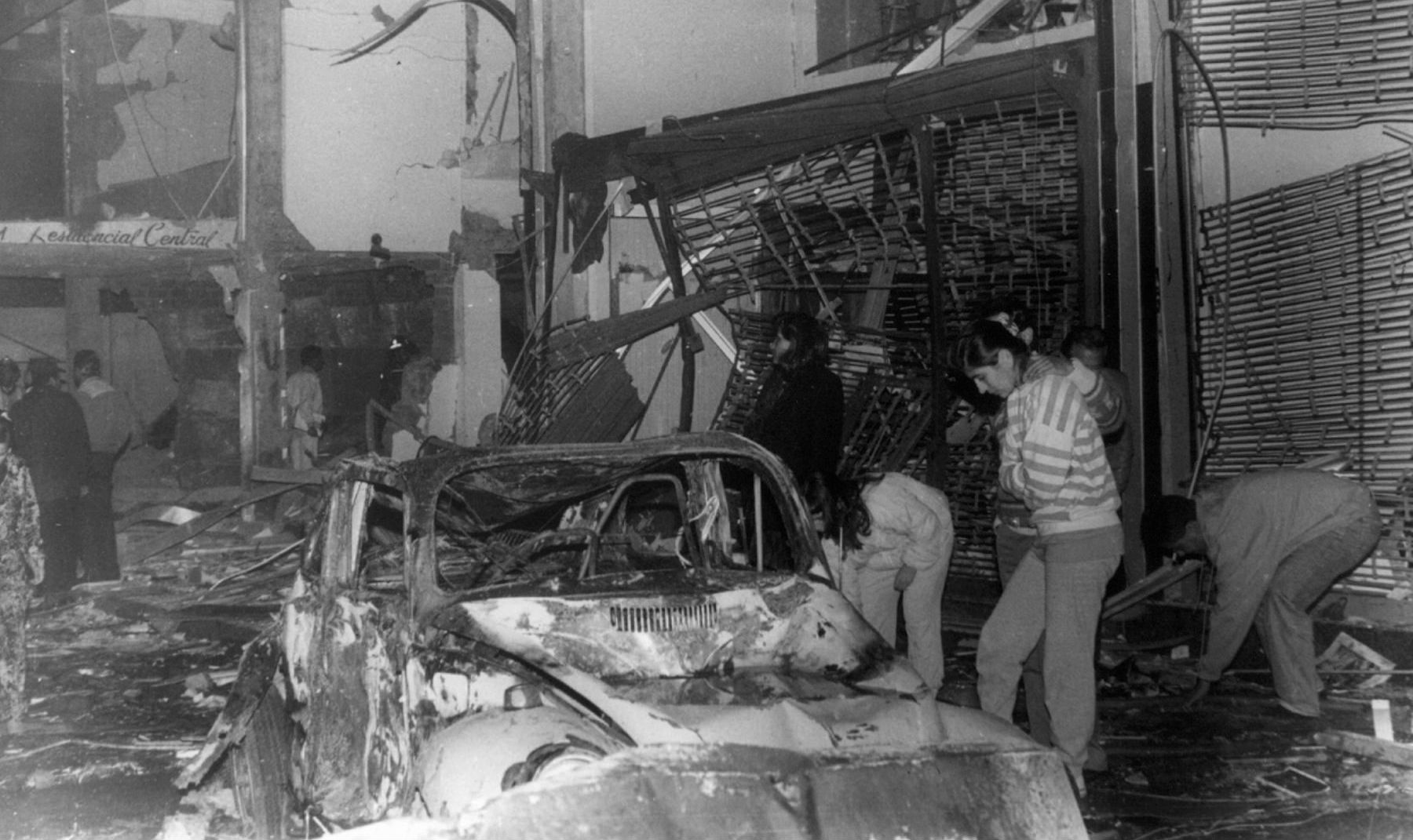 Han pasado más de 24 años desde que dos coches bomba cargados de dinamita estallaron en pleno centro del distrito limeño.