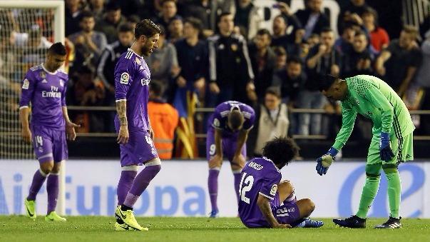 Real Madrid no aprovechó la oportunidad y tiene al Barcelona a un punto de diferencia.