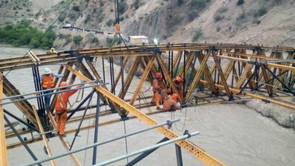 El comisario de Balsas, brigadier Luis Escobero Campo indicó que el puente vehicular era construido por trabajadores del consorcio TIT Chacanto – Balsas.