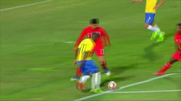 Vinicius le mostró el camino del triunfo a Brasil con una buena jugada en el área peruana.