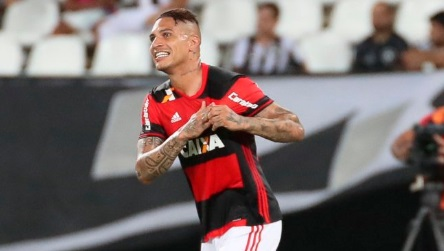 Paolo Guerrero hizo un pase de taco en el Flamengo vs. Vasco da Gama.