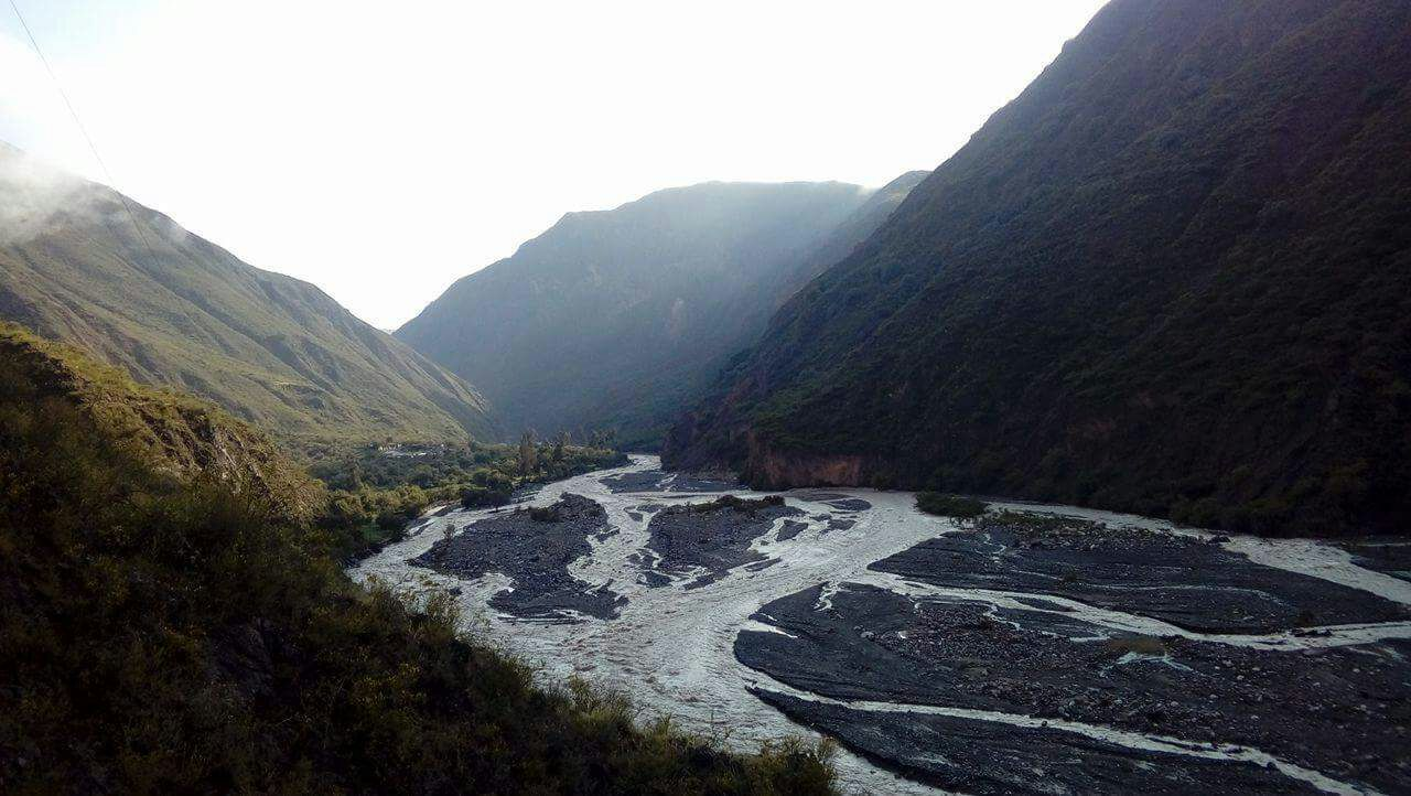Desborde del río Cachi provocó el colapso de viviendas en la comunidad de Magnopampa.