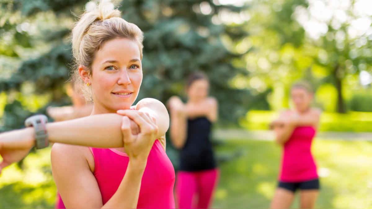Hacer ejercicio regularmente proporciona energía y mantiene la contextura de nuestra masa muscular.