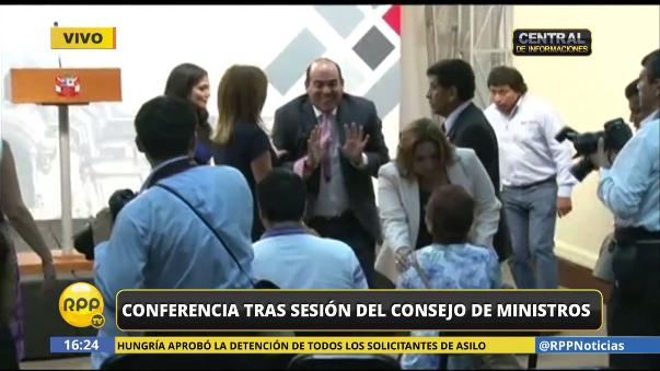 Fernando Zavala se llevó un pequeño susto ante de la conferencia de prensa del Consejo de Ministros.