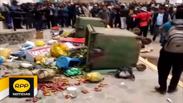 Manifestantes exigen soluciones ante las problemáticas que afrontan en la provincia de San Román.